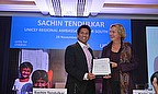 Sachin Tendulkar shakes hands with Karin Hulshof