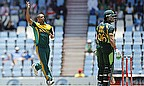 Vernon Philander takes a wicket