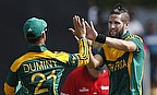 JP Duminy and Wayne Parnell celebrate a wicket