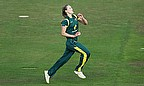 Ellyse Perry bowls