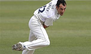 Linley Signs Two-Year Surrey Contract