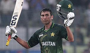 Younus Khan celebrates a century for Pakistan