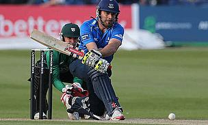 Michael Yardy reverse sweeps against Worcestershire