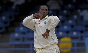 Shane Shillingford prepares to bowl