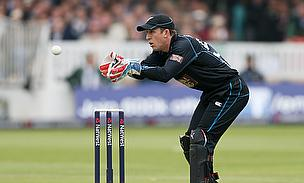 Luke Ronchi keeping wicket