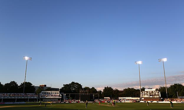 Warwickshire must visit Chelmsford and beat Essex for the second time this month if they want to progress