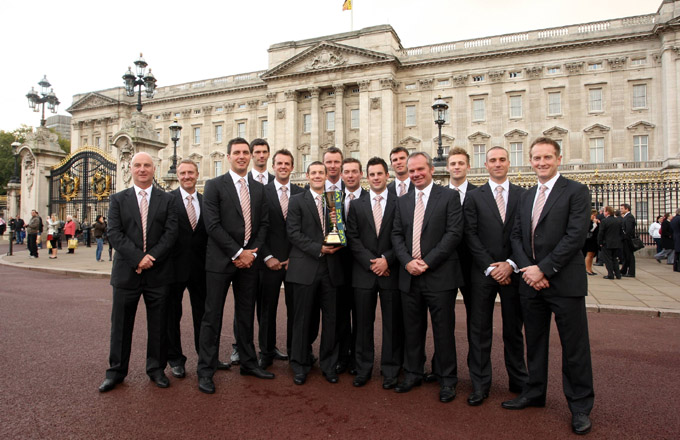 Nottinghamshire players with their trophy at Buckingham Palace